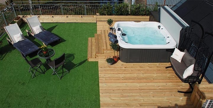 Stunning duplex home with Hot Tub and EV Charger