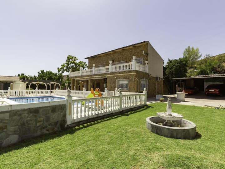 Farmhouse with large garden, large pool and magnificent views