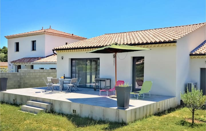 Beautiful home in Vaison-la-Romaine with WiFi and 3 Bedrooms