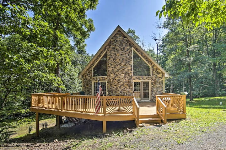 A-Frame w/ Mtn Views: 1 Mile to Whitetail Resort!