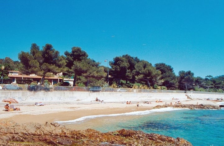 2-rooms for 5 pers in front of Gigaro Beach