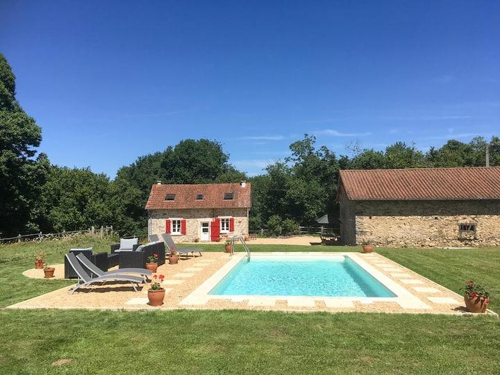 Rouge Cottage at Nouvelle-Aquitaine