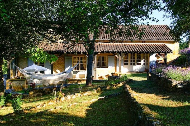 Beautiful three bedroom countryside villa near Dordogne river
