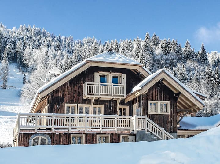 Stylish Traditional Chalet with Hot Tub in Morzine