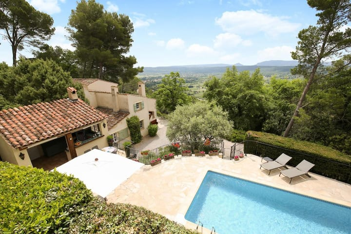 Country Home With Incredible Views in Provence-Alpes-Côte d'Azur