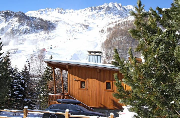 Contemporary Stylish Chalet in the centre of Val d'Isère