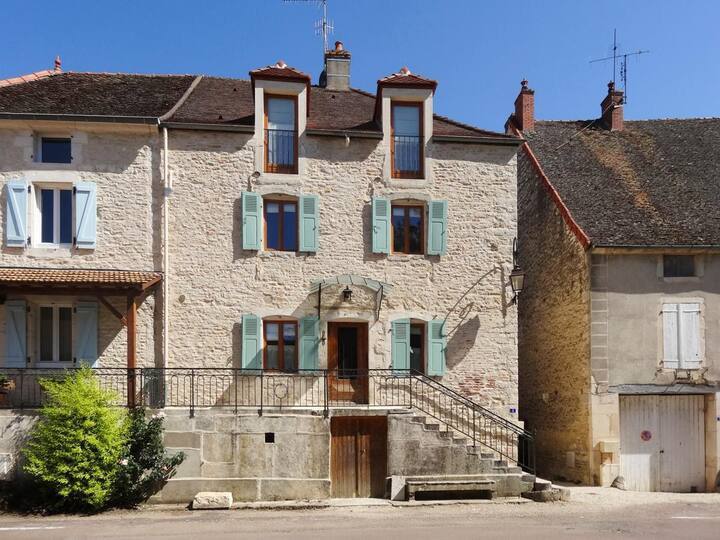Wonderful Stylish Home close to Burgundy Vineyards