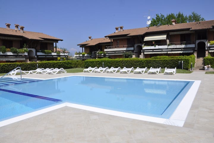 Well decorated Holiday Home with Swimming Pool in Lazise