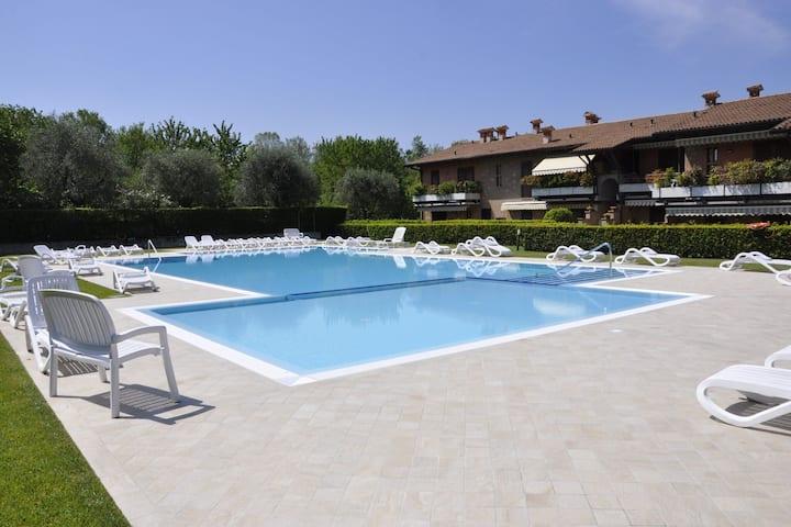 Snug Holiday Home in Lazise with Heating, near Lake Garda