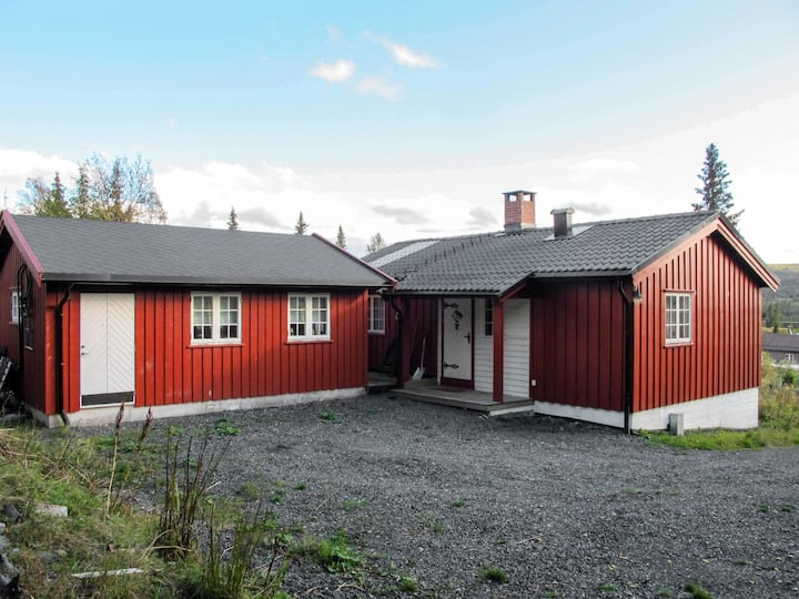 Skeisvegen (OPP208) for 8 persons.