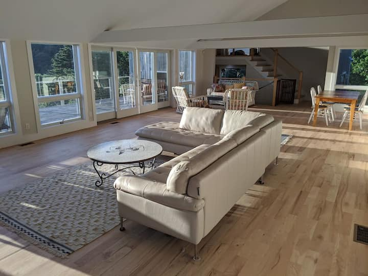 Knockout Modern w/ Vaulted Great Room, Water Views