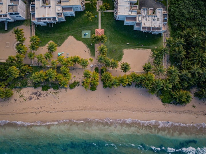 Marely's at The Beach | Beachfront apartment with pool, and tennis