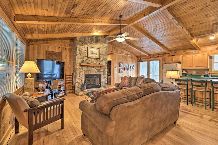 NEW! 'Grey Fox' Cabin Between Boone & Blowing Rock