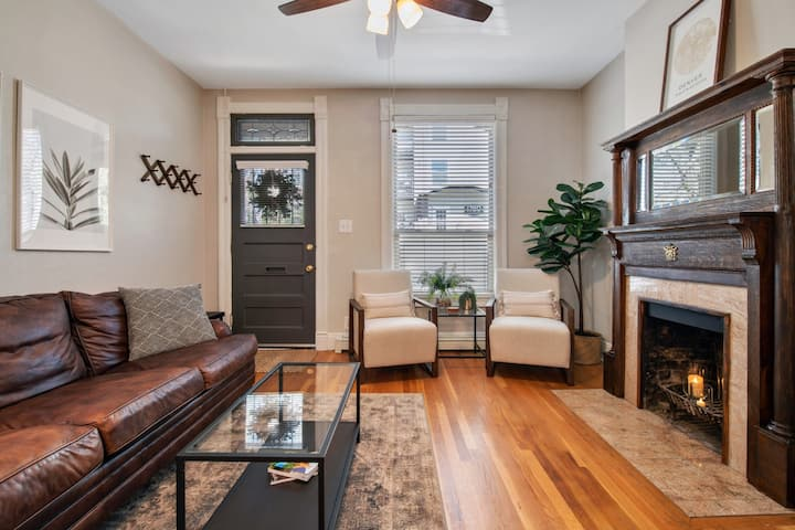 N Capitol Hill | Stylish 2-Bedroom | Back Patio