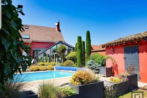 Holiday home with Swim P & private bond, Burgundy
