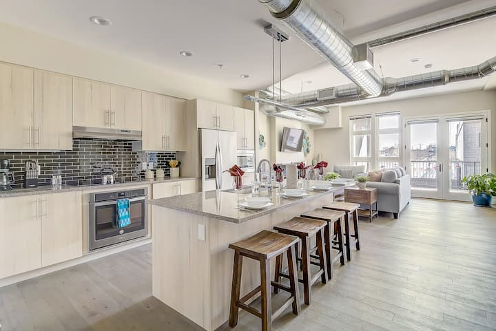 RiNo Art Lofts | Modern Rustic Oasis | Sleeps 6!