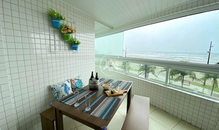 Moderno apto frente ao mar, com churrasqueira - PG