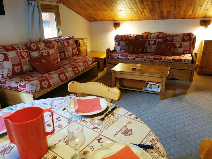2 room apartment, close to the main street and the slopes