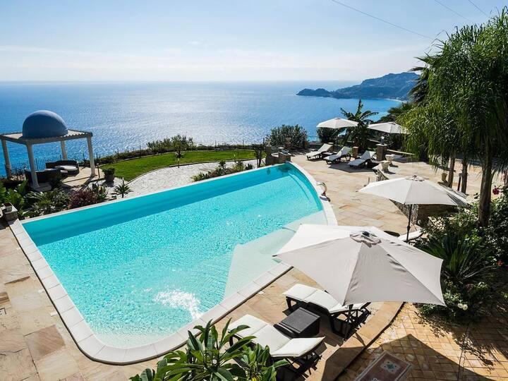 Villa Gallodoro at Sicilia