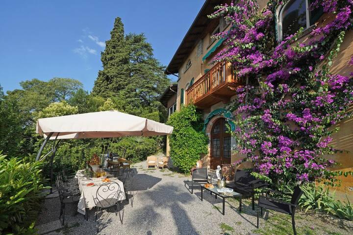 Casa Bougainvillea at Lombardia