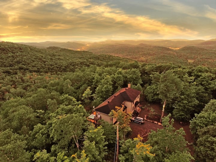 BLUE HILL – spa, game room and mountains views