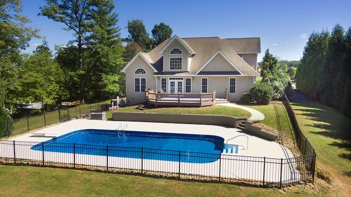 Mountain Shadows BRAND NEW Luxurious House with Heated Pool - Games - And More Near Asheville!