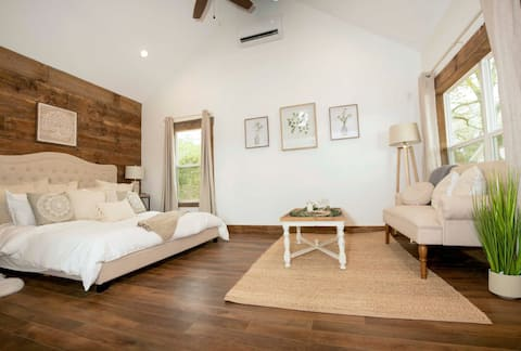 *Brand New* Plush Cabin 4 min to Homestead Heritage, 17 min to Downtown Waco