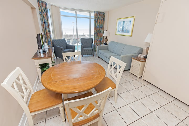 1BR/1BA Oceanfront condo w/Full Kitchen in Center of MB, #101