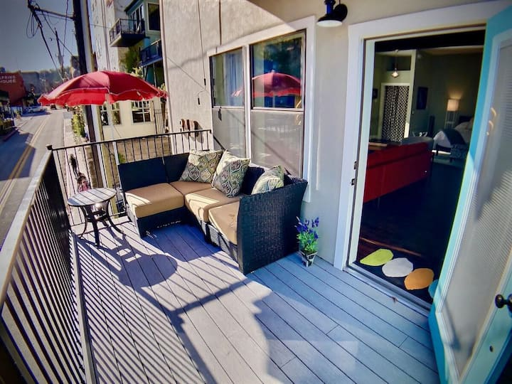 The Gallery House, Balcony With View Of Downtown Eureka Springs, King Bed, WiFi, Cable TV