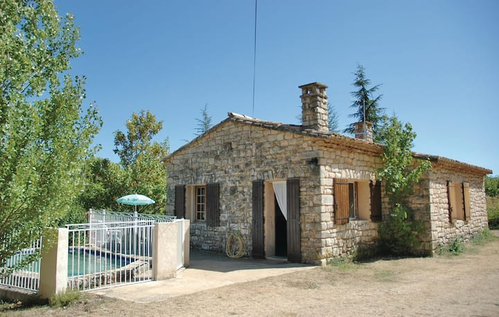 Nice home in Monieux with Outdoor swimming pool and 2 Bedrooms