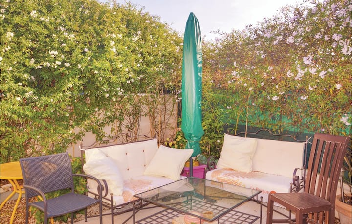 Awesome home in Marseille with WiFi and 1 Bedrooms