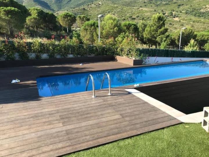 VILA 3 Fantastic house with a great garden, pool and Jacuzzi!
