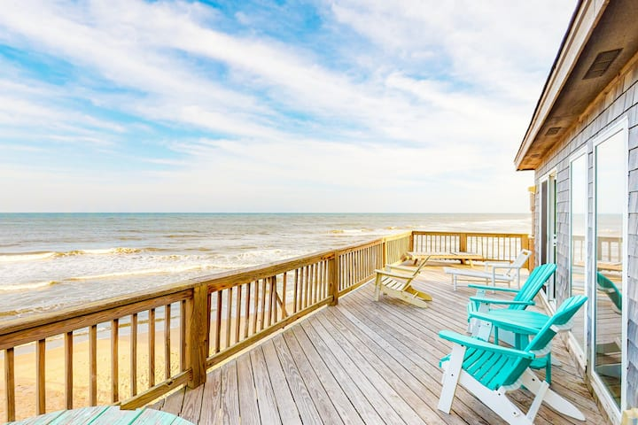 Oceanfront 4 bedroom house w/ private W/D, WiFi, shared pool, AC
