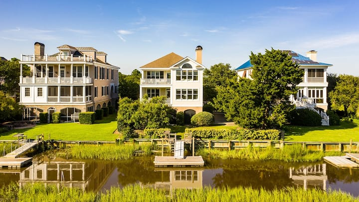 Delightful, Low Country home with dock on Debordieu Channel