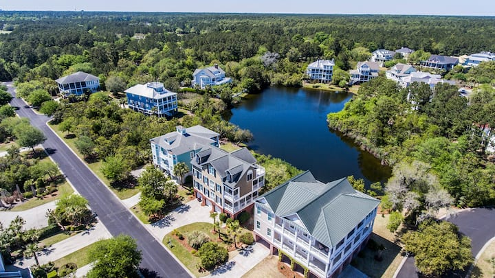 Beautiful Creekfront home located on our Beach House Pond! Eliza Clare