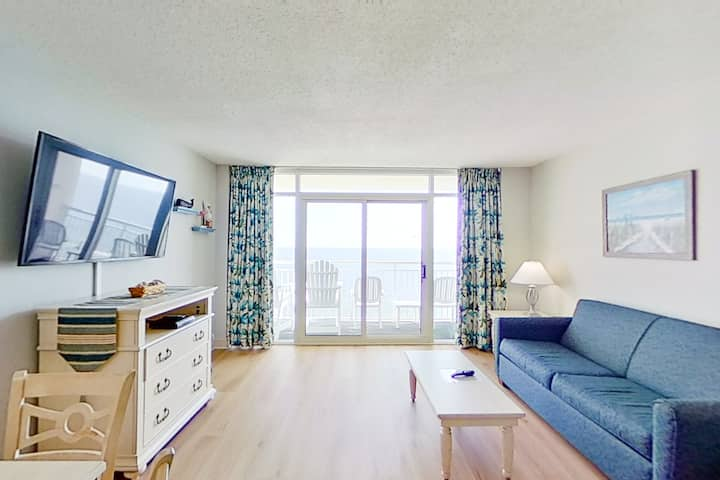 18th floor ocean view condo w/ central AC, shared pool/hot tub, WiFi, balcony