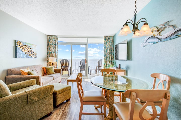 12th floor ocean view dog-friendly condo w/ shared pool and hot tub, balcony