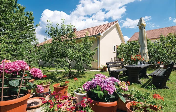 Stunning home in Posedarje with WiFi and 4 Bedrooms