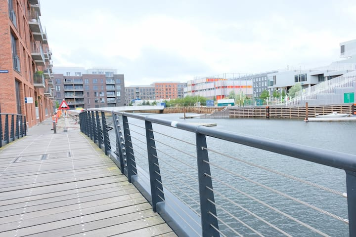 Modern 102 sqm. 3 bedroom apartment situated in a vibrant popular harbour area of Copenhagen.