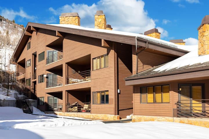 Walking distance to the lifts at Deer Valley Resort! Cute, Quiet & Affordable