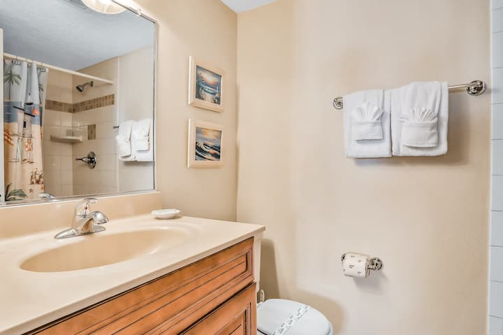 Oceanfront Condo with Ocean View, Shared Pool & Hot Tub, and High-Speed WiFi