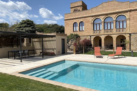 Charming Holiday Home in Vulpellac with Shared Pool