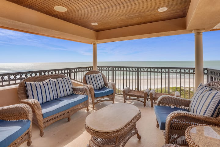 Seaclusion - NEW listing Luxurious Beachfront Townhome w/Elevator