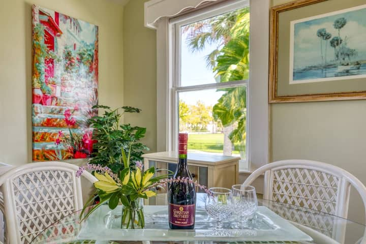 Sweet Retreat in the Oldest City-Walk to Downtown Attractions, Balcony, Garden Patio, 3 mi. to Beach