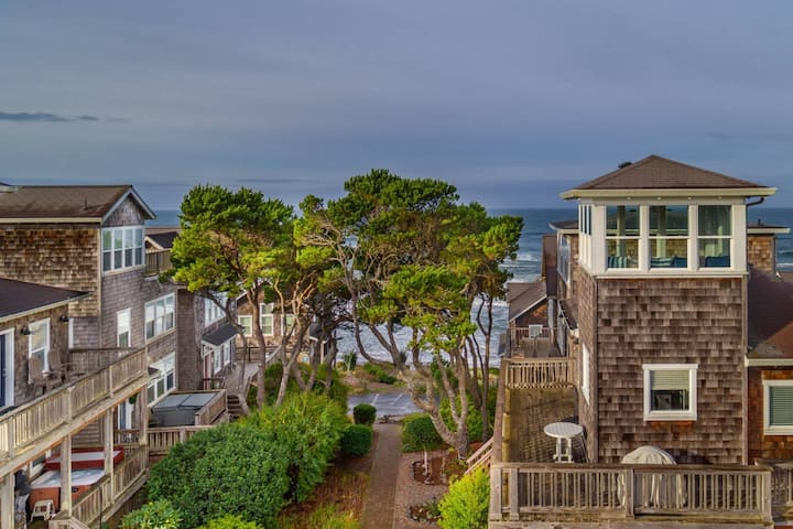 Fantastic Coastal Getaway, Open Floor Plan, Steps Away From Beach, Fireplace, BBQ, Ocean Views