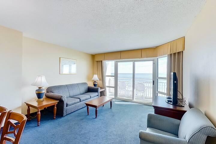 3rd Floor Ocean View Snowbird Friendly Condo w/ Shared Pool/Hot Tub, AC, WiFi