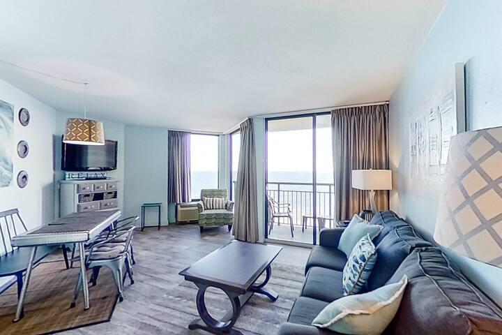 11th Floor Ocean View Snowbird Friendly Condo w/ Shared Pool/Hot Tub, AC, WiFi