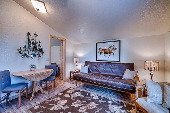 NEW! 15 Minutes to Wolf Creek! 1 BR Apartment In The Pines-Private Location-10 Minutes to Downtown!