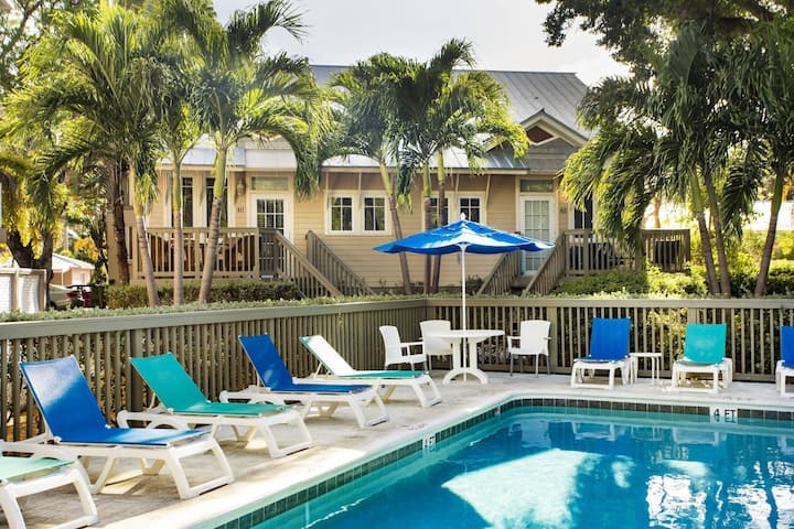 Coconut Mallory #412, Resort Amenities, Pools, Hot Tub, Dockage, Pub and Key West Convenience!