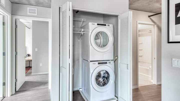 Luxury 1BD condo in downtown Detroit with washer/dryer